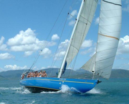 southern-cross-sailing